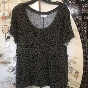 Short sleeve leopard stretchy blouse